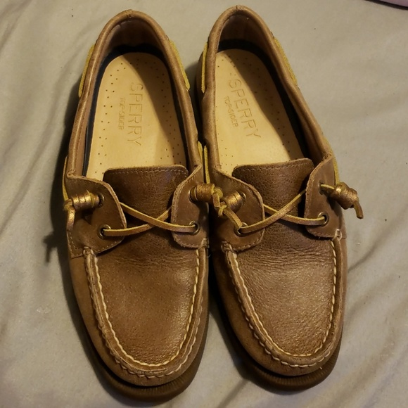 100% authentic undefeated x speical offer brown sperrys